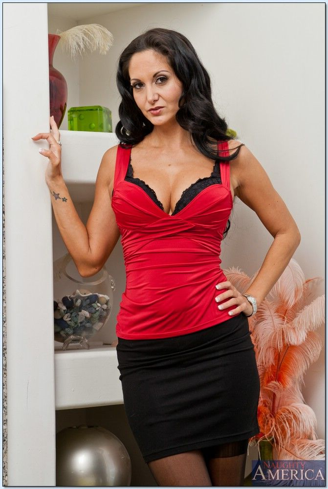 THis redhead MILF Ava is a blowjob giving Latina slut № 1457775 бесплатно