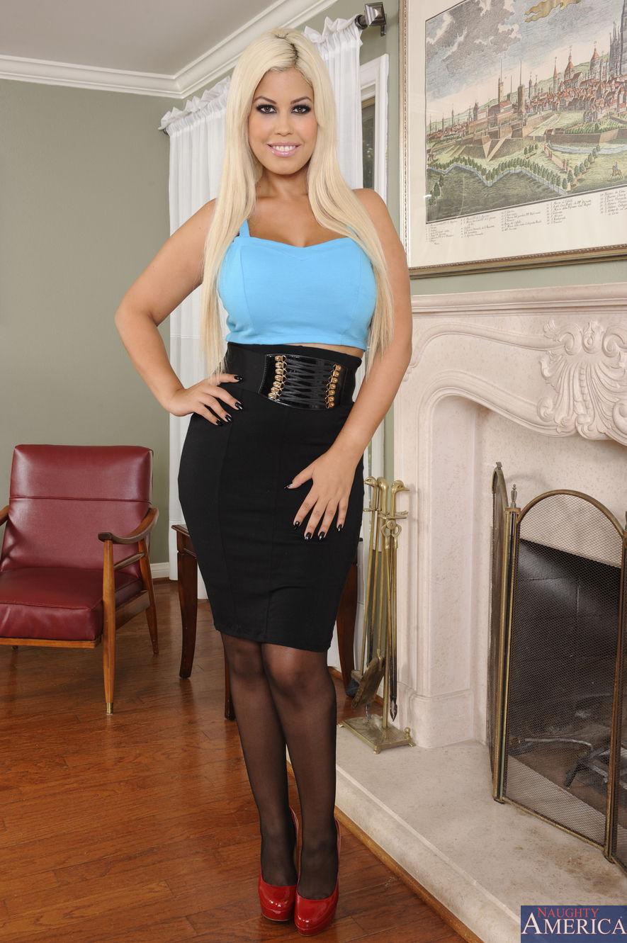 Alexis may big breast beauty hardplay - 1 5