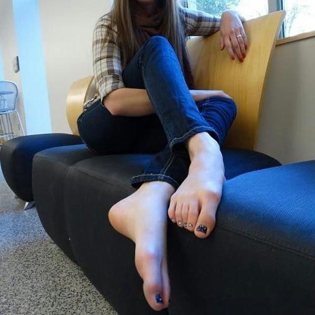 petite-teen-jailbait-feet